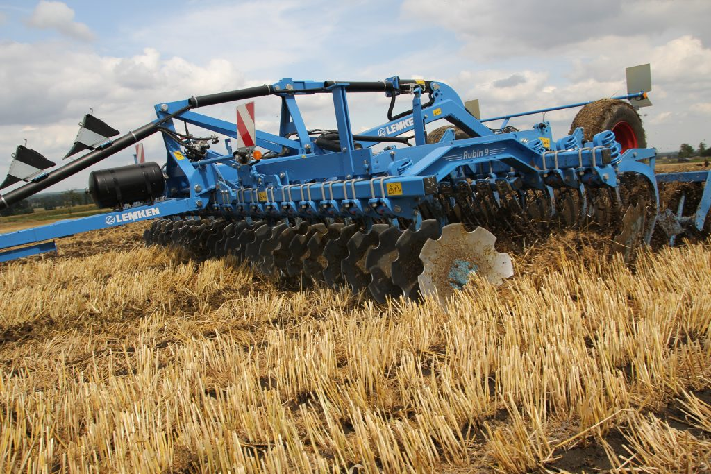 Lemken Rubin 9 high speed discs available at Hanlon Ag Centre in Lethbridge, Alberta Canada. View our Lemken tillage equipment for sale. The Lemken Rubin 9 is available in 5 and 6 metre working widths. New and used Lemken discs for sale. Contact us for details. lemken rubin 9, lemken, high speed discs, tillage, compact disc harrow