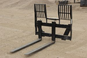 ALO Pallet Fork for sale in Lethbridge, Alberta. 5500 lb capacity pallet fork for sale. View our selection of pallet forks at Hanlon Ag Centre. ALO Pallet forks for sale.