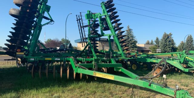 Used tillage equipment for sale at Hanlon Ag Centre in Lethbridge, Alberta. Save on this Summers MFG DK2610 Disc for the month of September.