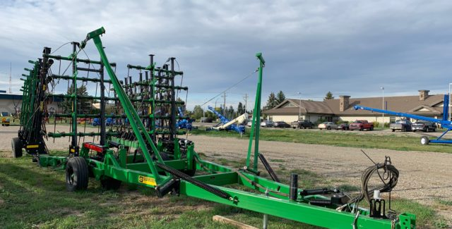 Sale on this 2012 Summers MFG Superharrow Plus. This harrow has manual adjust tines, 5 bar tines and 9/16 tines. This is a cash offer available through the end on November. Contact our Lethbridge, Alberta sales department for more details.